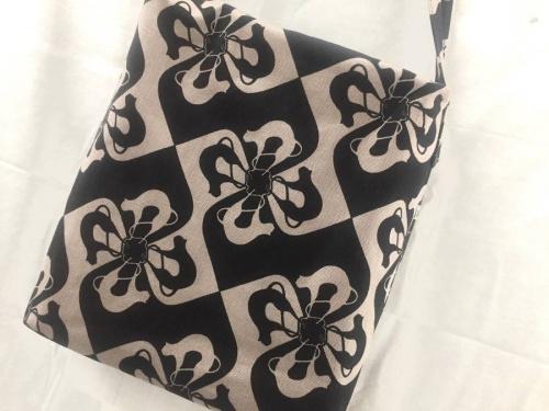 レディースファッションのショルダーバッグ