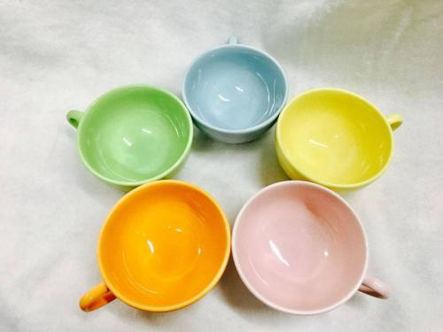 食器のカップ