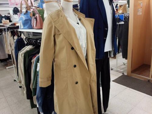 スプリングコートの春物衣類