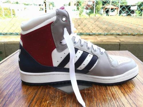 アディダス(adidas)の三鷹ファッション