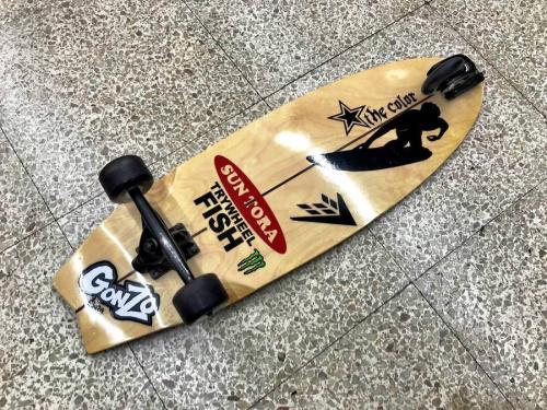 スケートボードのTRYWHEEL FISH