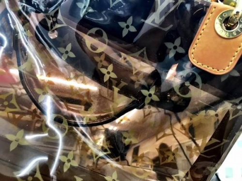 LOUIS VUITTONのビニールバッグ