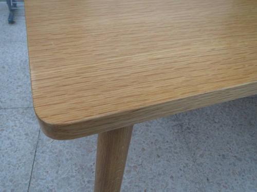 テーブルのオーク材