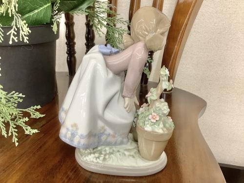 LLADRO(リアドロ)の少女と花