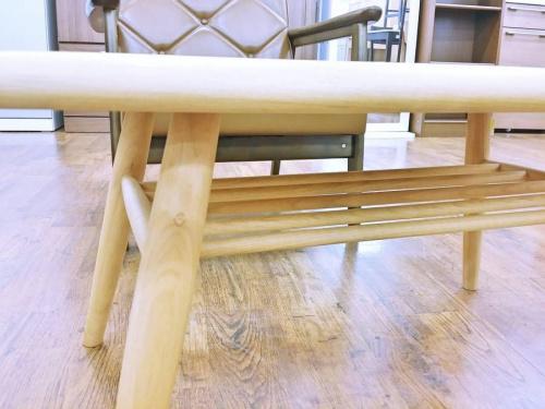 テーブルのモモナチュラル