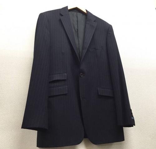 衣類のスーツ