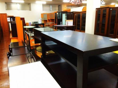 センターテーブルの南浦和家具