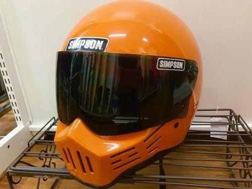 ヘルメットのSIMPSON