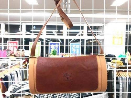 カジュアルバッグのIL BISONTE