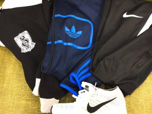 スポーツ用品のアディダス(adidas)