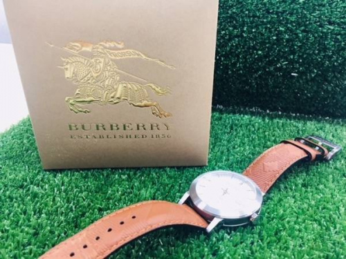 腕時計のバーバリー(BURBERRY)