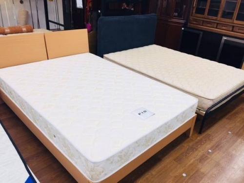 家具のダブルベッド 安い