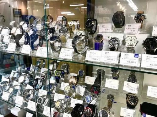 スーツの腕時計