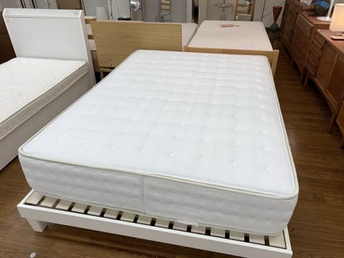 ベッドのダブルベッド