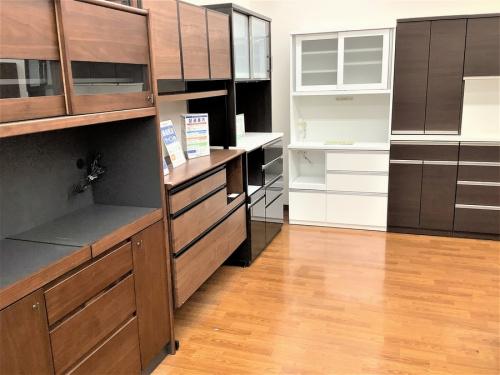 家具の食器棚 カップボード