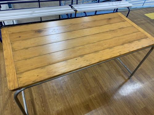 家具のテーブル・ダイニングテーブル