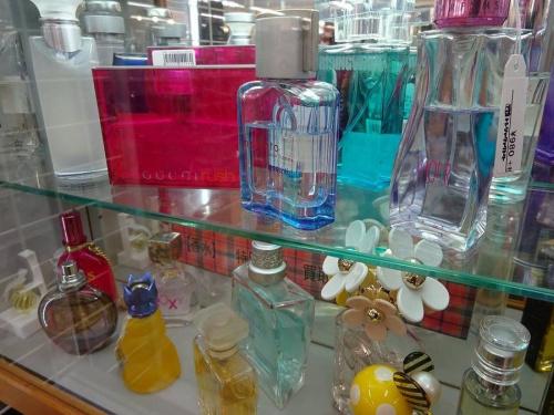 中古 香水の関西