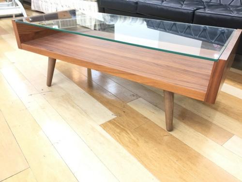 UNICOのローテーブル