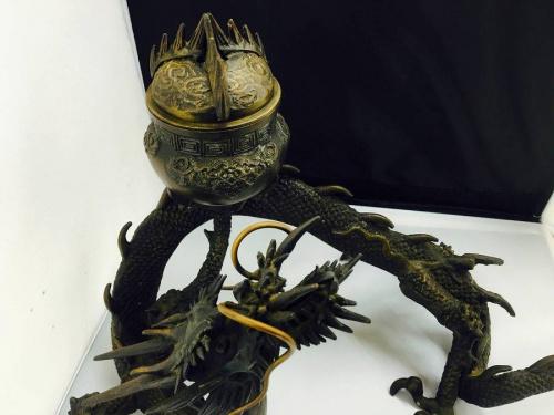 龍の置物の香炉