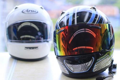 シーズンスポーツのヘルメット
