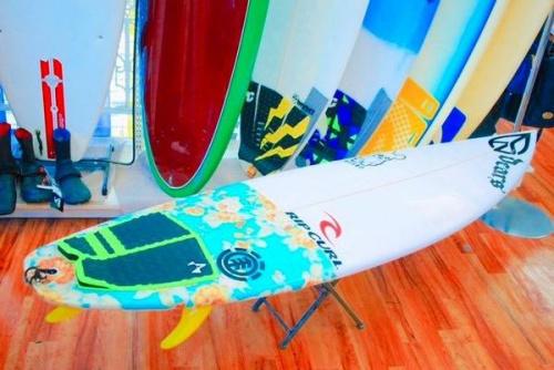 スポーツ用品のサーフボード