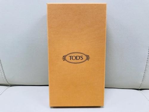 ラウンドファスナー財布のTODS