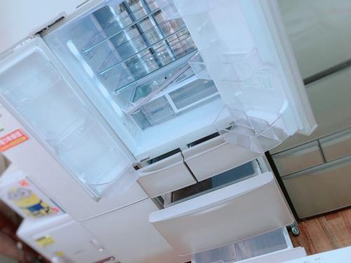 冷蔵庫 大型の6ドア冷蔵庫