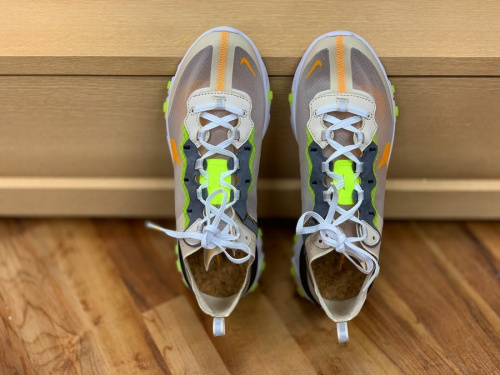 NIKEのREACT ELEMENT 87