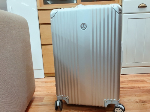 千葉 市川 船橋 江戸川 墨田 葛飾 幕張 中古 ブランド 買取のスーツケース