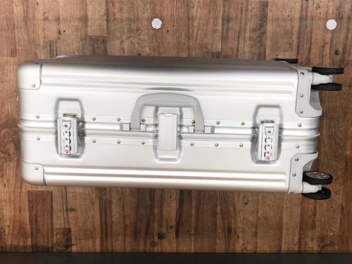 メルセデスベンツ 未使用 スーツケースのアルミスーツケース 65L 大容量