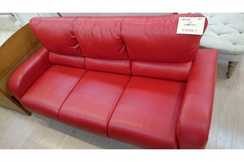 ソファーの三人掛けソファー