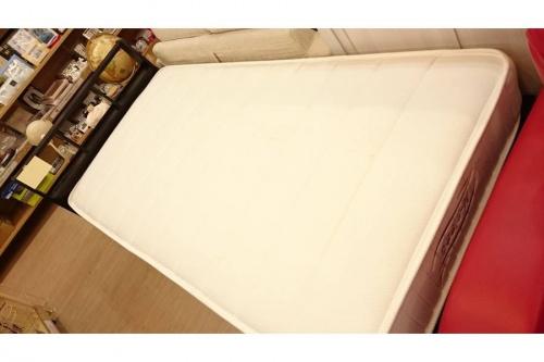 家具・インテリアのシングルベッド