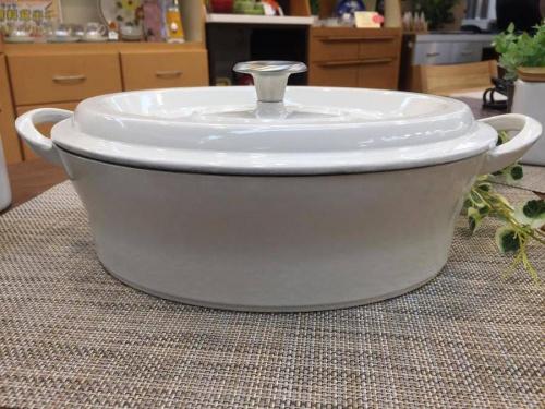 洋食器のホーロー鍋