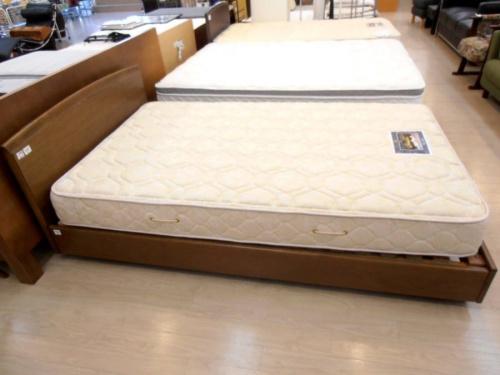 ベッドのkarimoku