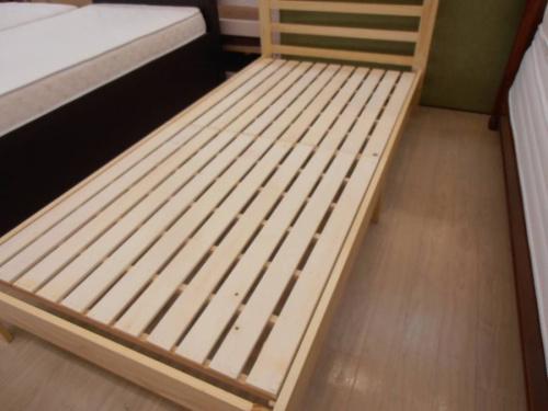 ベッドのシングルベッド