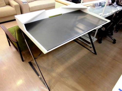 生活家具のデスク