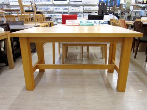 テーブルのダイニングテーブル