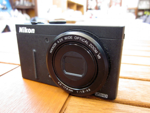 デジタルカメラのコンパクトデジタルカメラ
