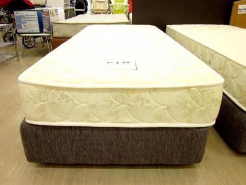 シングルベッドのFIS