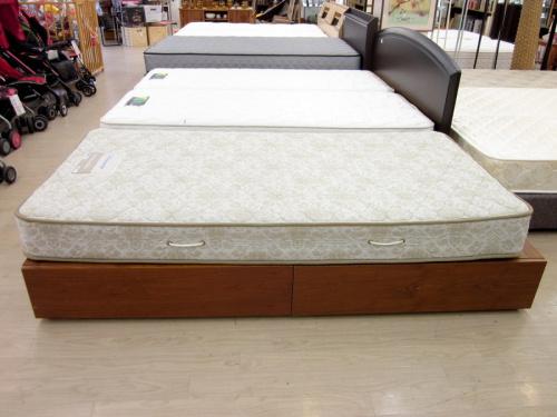 ベッドの収納付シングルベッド