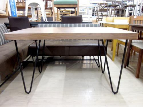 テーブルのコーナーダイニングセット