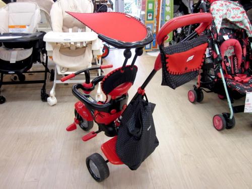 乗用玩具の三輪車