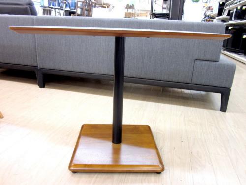 カフェテーブルのカリモク60+