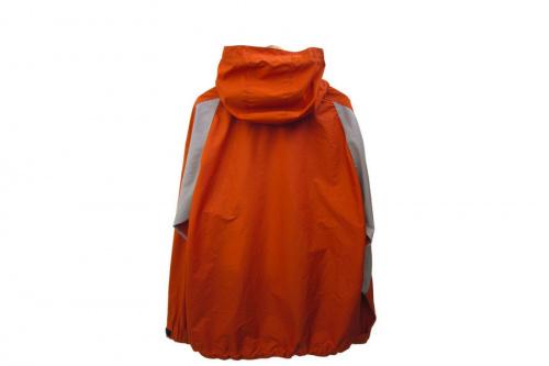 ジャケットのエッセンシェルジャケット
