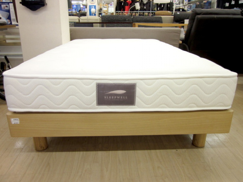 ベッドのセミダブルベッド