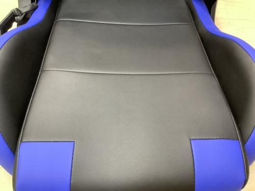 ゲーミング座椅子のブルー×ブラック