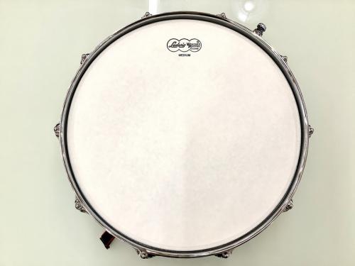 打楽器のスネアドラム
