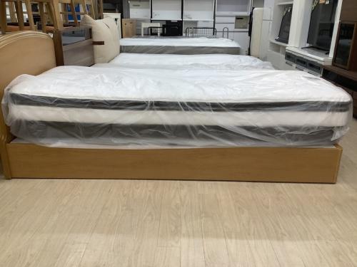 ベッドのセミシングルベッド
