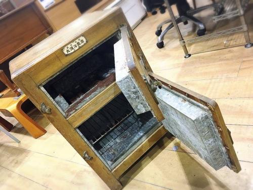 氷式冷蔵庫のレトロ家具