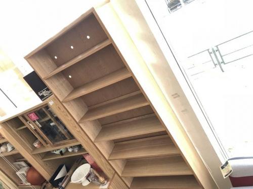 本棚のAVボード